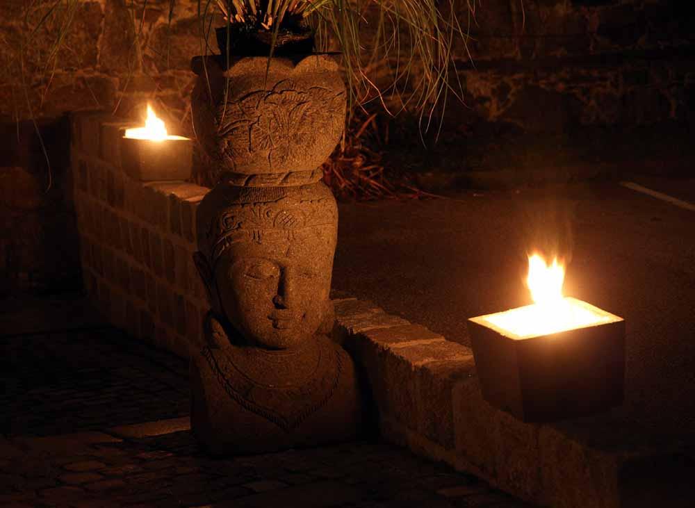 Buddhakopf mit Schale
