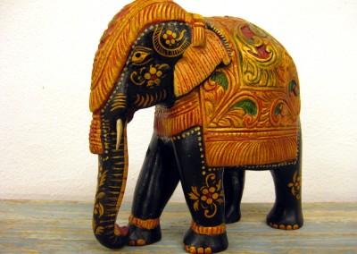Elefant bunt bemalt