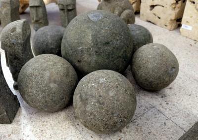 Kugeln aus Lavastein
