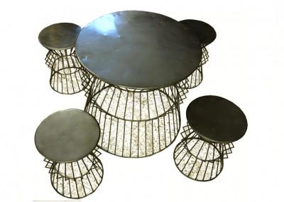 Set Iron: Tisch mit 4 Hocker