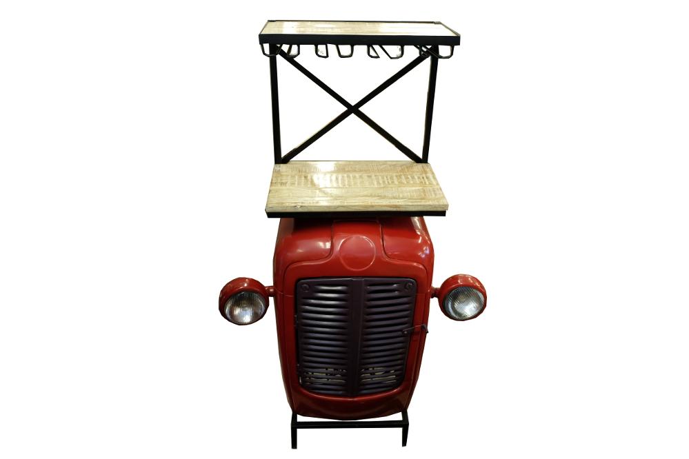 Stehbar aus umgebautem Traktor