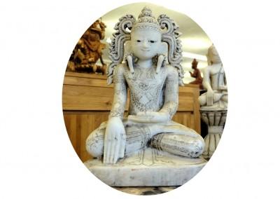 Grosser Marmorbuddha mit Krone