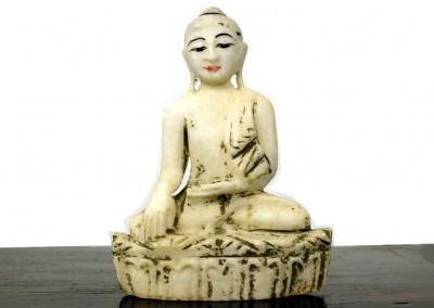 Buddha aus weissem Marmor