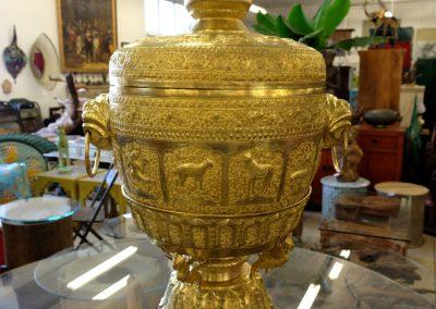 Goldene Zeremonienschale