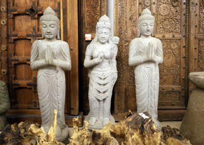 Stehender Buddha aus Riverstone