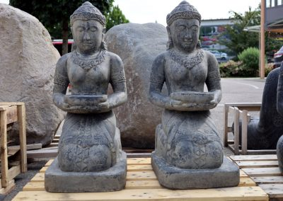 Knieende Devi