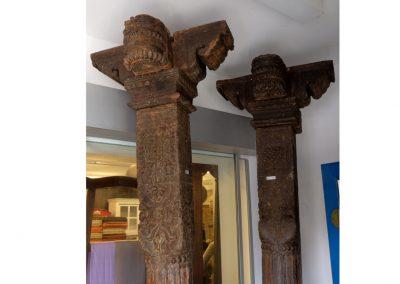 Paar Handgeschnitzte Säulen